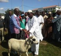 Ekiti Muslims defy leaders, receive Sallah gift from Fayose