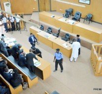 Over 50 Senators, others accompany Saraki to Tribunal
